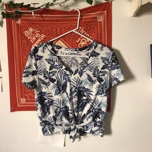 Hawaiian Print Tie Up Shirt. 🌿